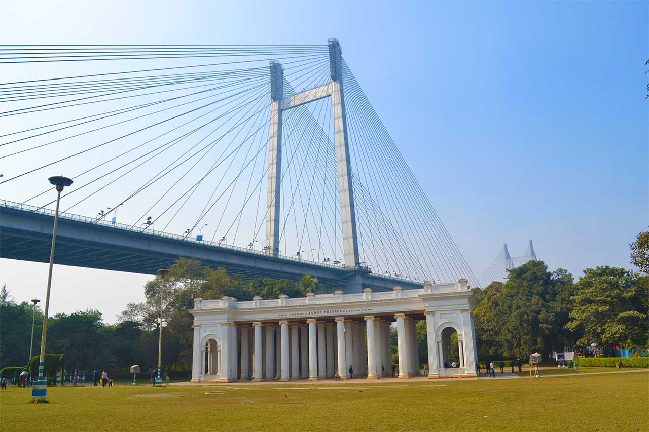 Princep Ghat and Vidyasagar Setu are two most famous tourist attractions in Kolkata