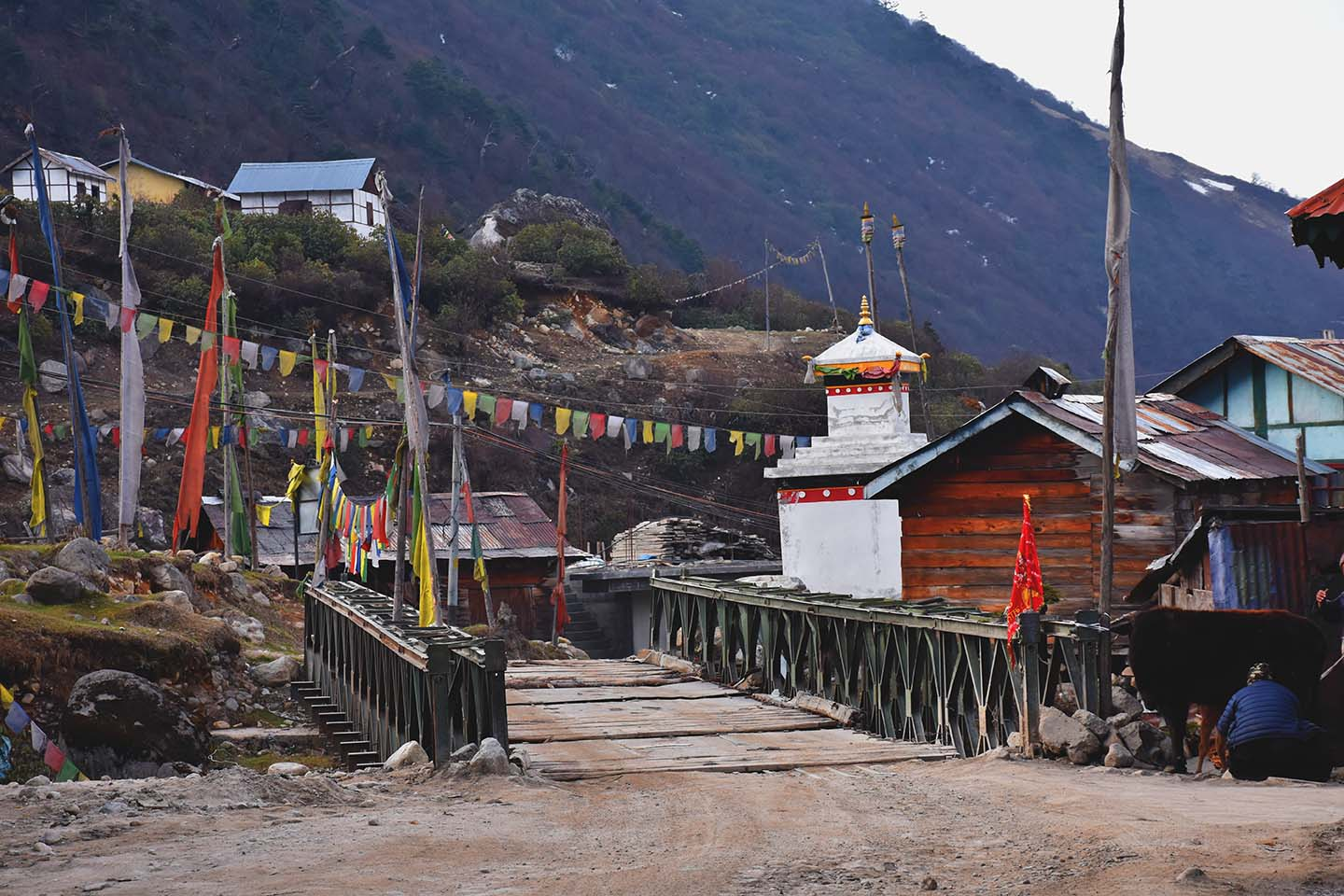 Chorten and bridge at Thangu North Sikkim