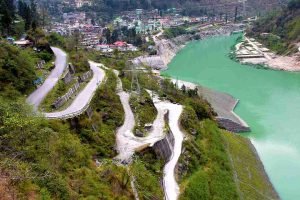 Winding roads towards Chungthang in North Sikkim
