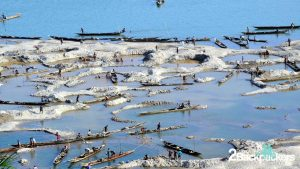 The country boats at Dawki - Dawki is the India-Bengladesh border