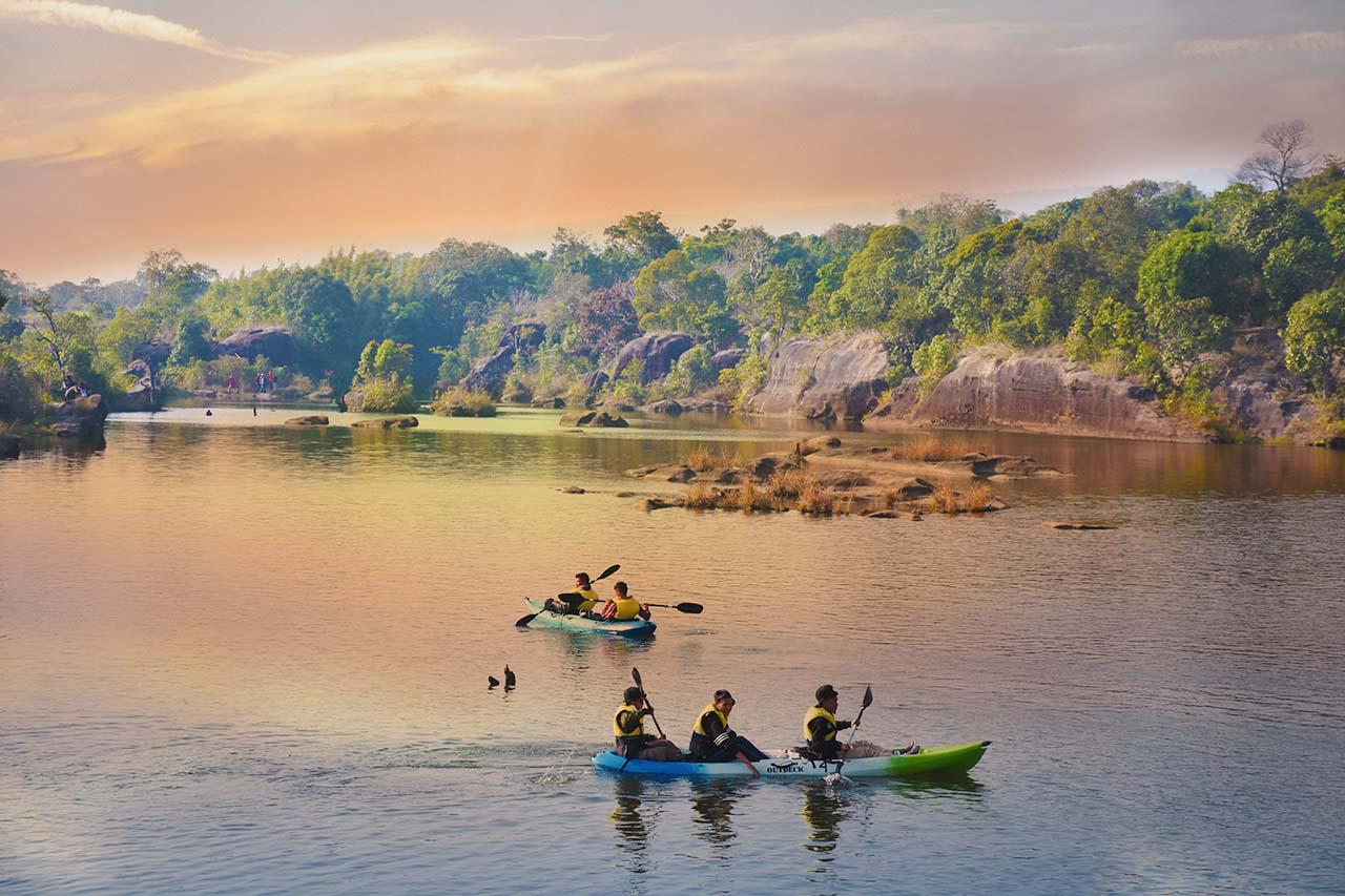 Boating can be done at Mawlyngbna _ Meghalaya bike trip