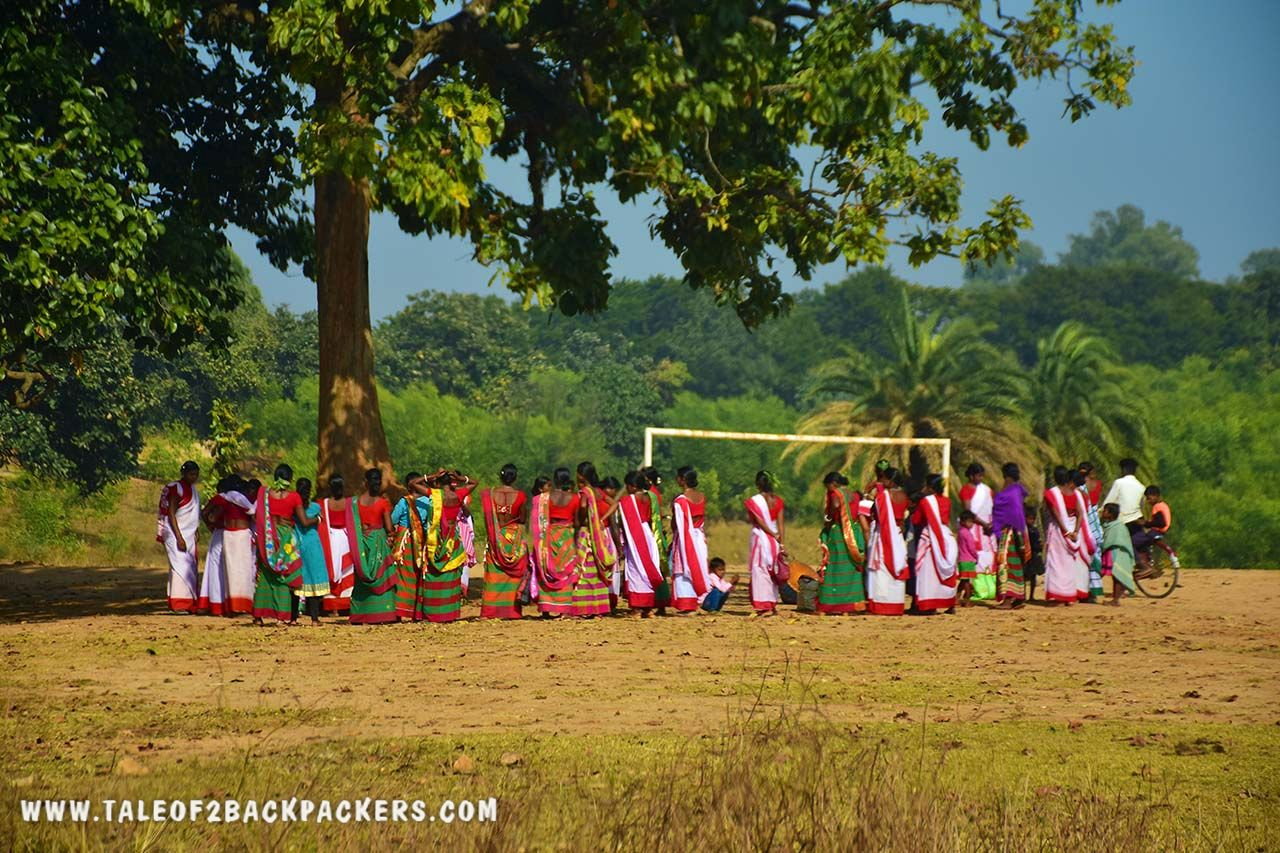 Jhumur dance performance by the women in Purulia