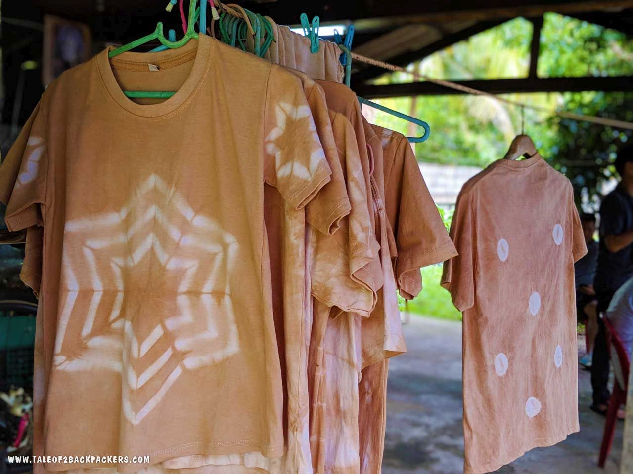 YTie-dyeing clothing at the Tha Ranae Community at Trat - offbeat places to visit in Thailand