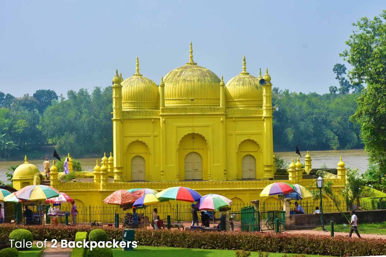Yellow mosque at Hazarduari