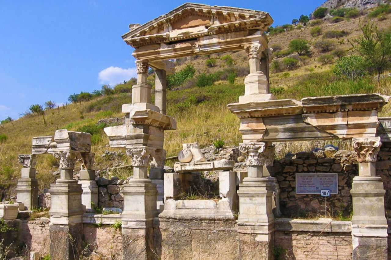 What to do in Turkey - Visit the ancient city of Ephesus
