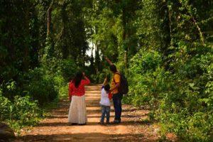 Parents and kid in Daringbadi