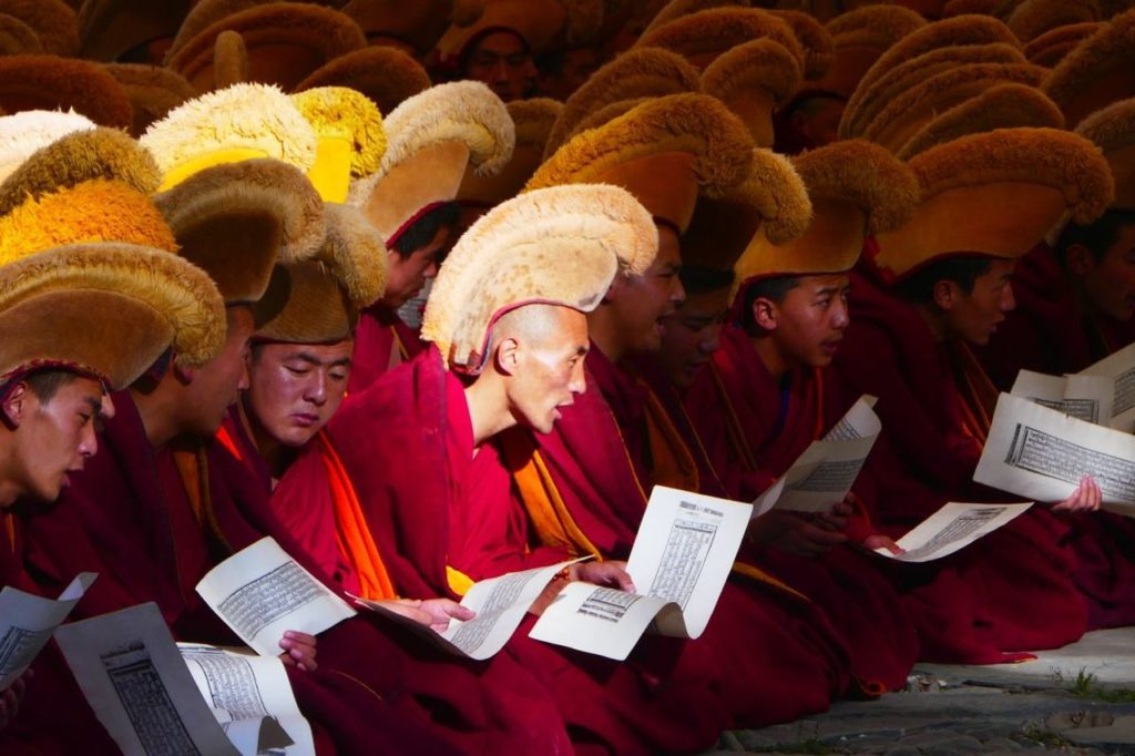 Tibetan Monks Chanting - Fascinating cultures around the world