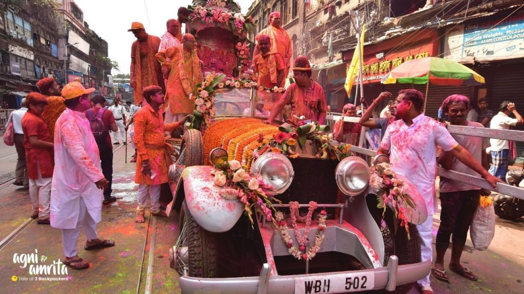 Start of the Rolls Royce procession from Kalakar Street, Kolkata