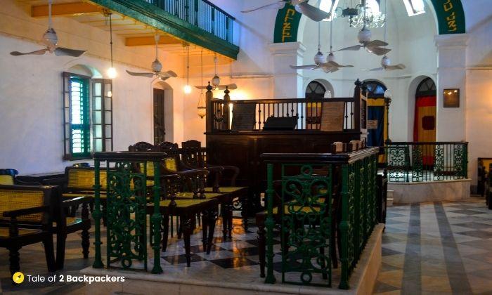 Neveh Shaome synagogue interiors