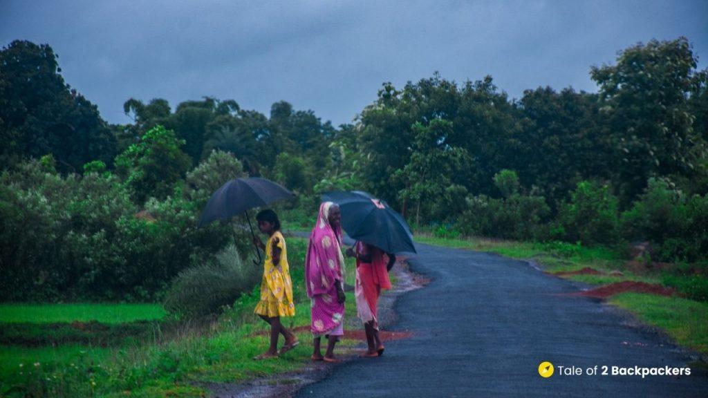 Women walking on the roads of Bangriposi