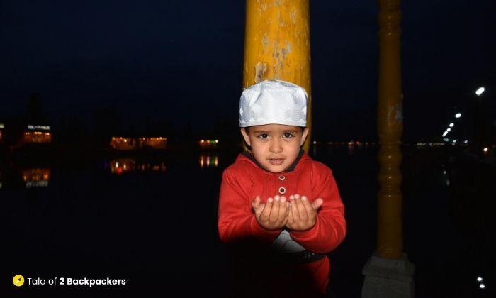 A little boy praying at Kashmir - is Kashmir safe for tourists