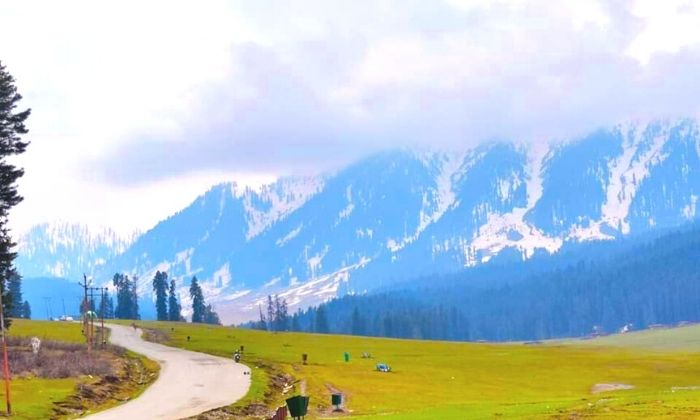 Road to Doodhpathri
