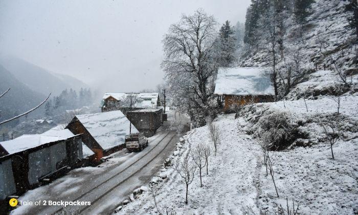 Snowfall during morning at Naranag