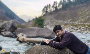 Taking photographs at Naranag