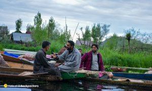 Kashmiris talking at floating vegetable market
