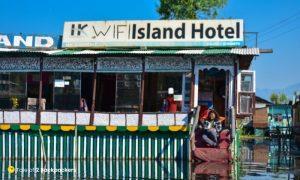 Wifi Island Houseboat on Dal Lake